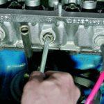 Замена маслоотражательных колпачков механизма газораспределения