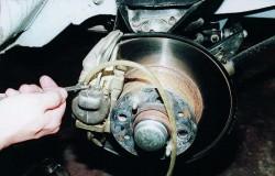 Замена тормозной жидкости, прокачка тормозов