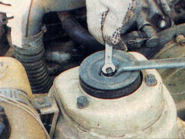 Резкое усиление толчков и вибраций, передаваемых на кузов и на рулевое коле