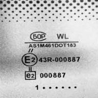 Фирменный штамп производителя на ветровом стекле нельзя смыть растворителем или повредить острым предметом