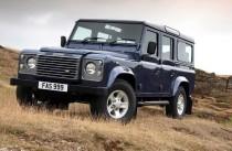 Land Rover Defender 110 1999 года — типичный внедорожник: пружинная зависимая подвеска всех колес, лонжеронная рама, клиренс — 210 мм, блокируемый межосевой дифференциал, 5 передач