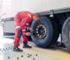 Как происходит замена покрышек на грузовиках?